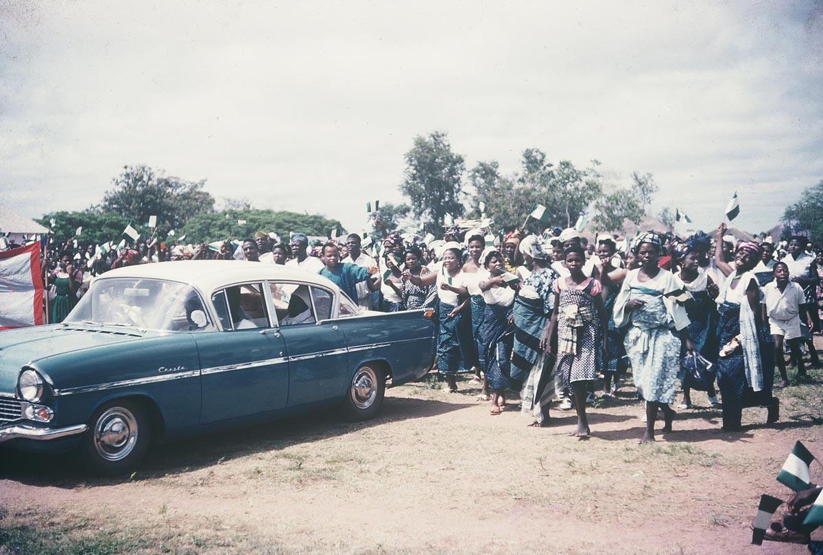 independence-parade-car